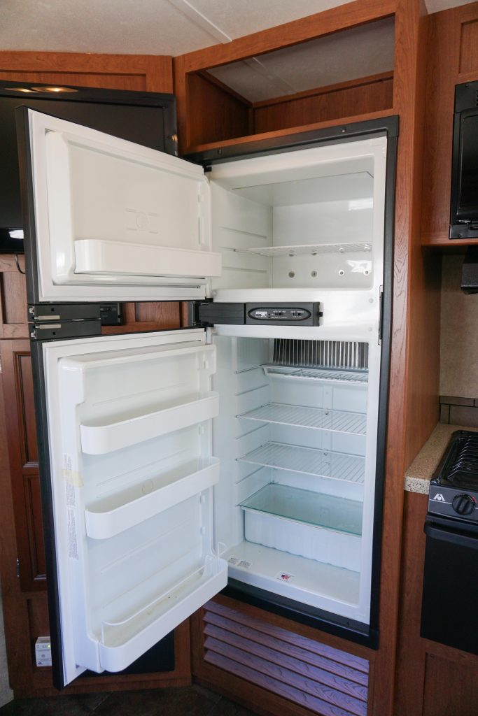 27-Coleman-Expedition-Travel-Trailer-Rental-11