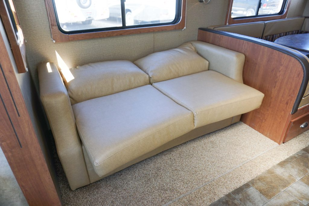 27-Coleman-Expedition-Travel-Trailer-Rental-12
