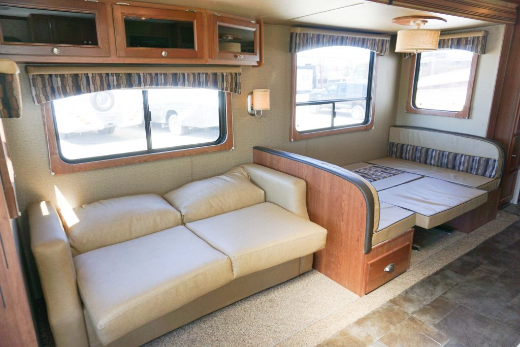 27-Coleman-Expedition-Travel-Trailer-Rental-14