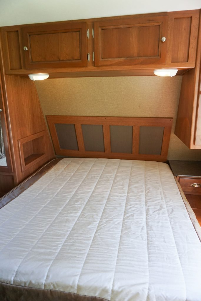 27-Coleman-Expedition-Travel-Trailer-Rental-15