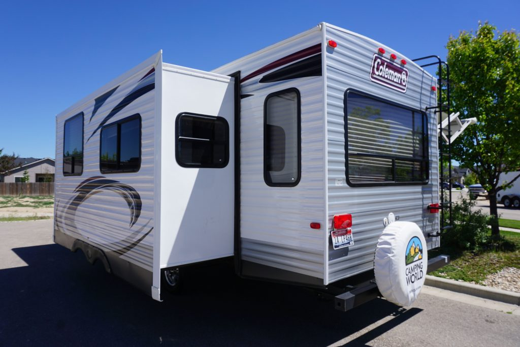 27-Coleman-Expedition-Travel-Trailer-Rental-3