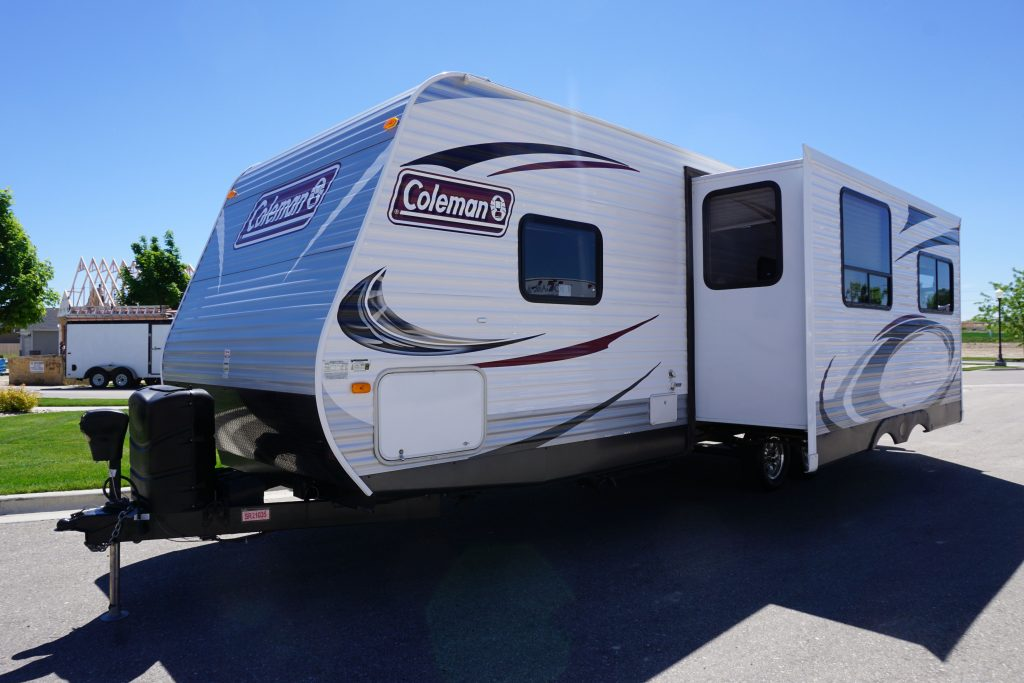 27-Coleman-Expedition-Travel-Trailer-Rental-4