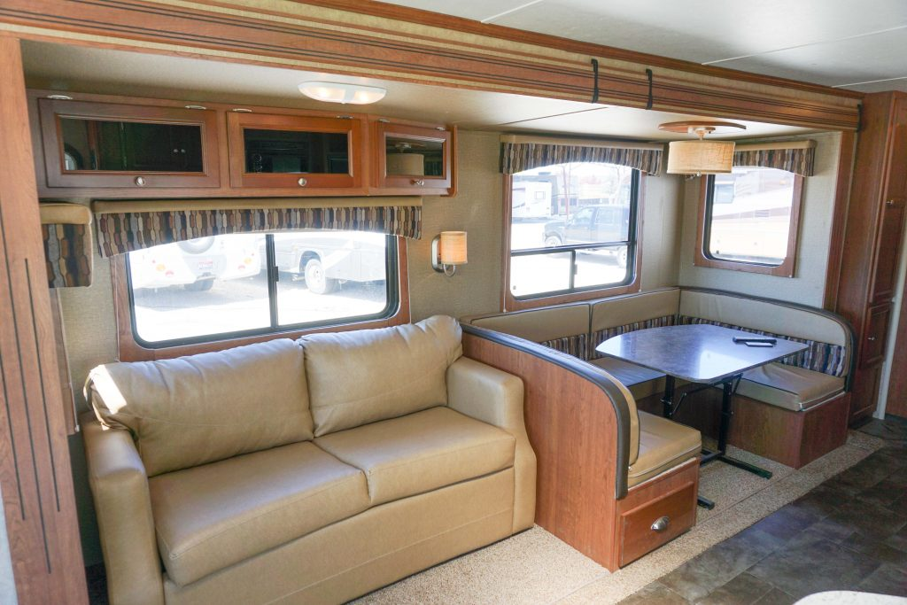 27-Coleman-Expedition-Travel-Trailer-Rental-5