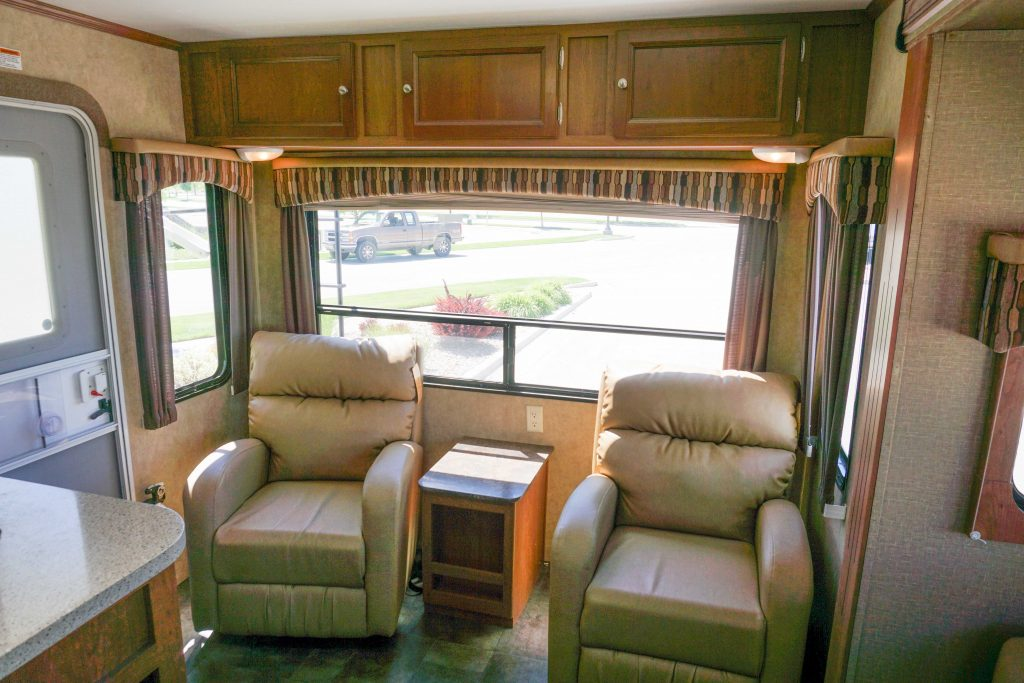 27-Coleman-Expedition-Travel-Trailer-Rental-6