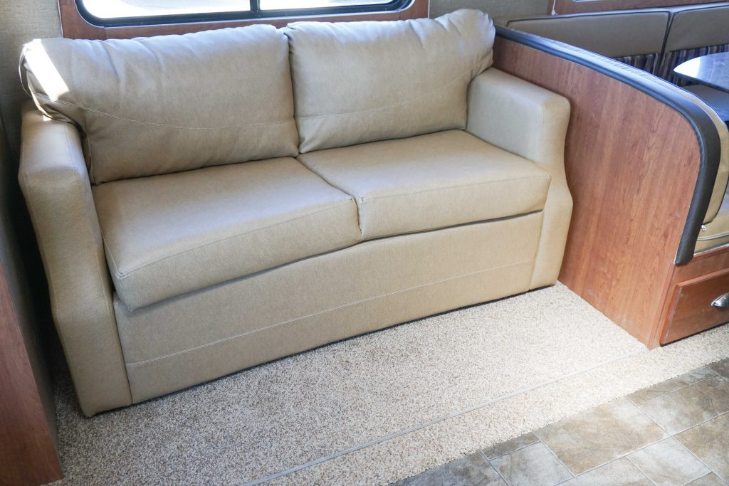 27-Coleman-Expedition-Travel-Trailer-Rental-7