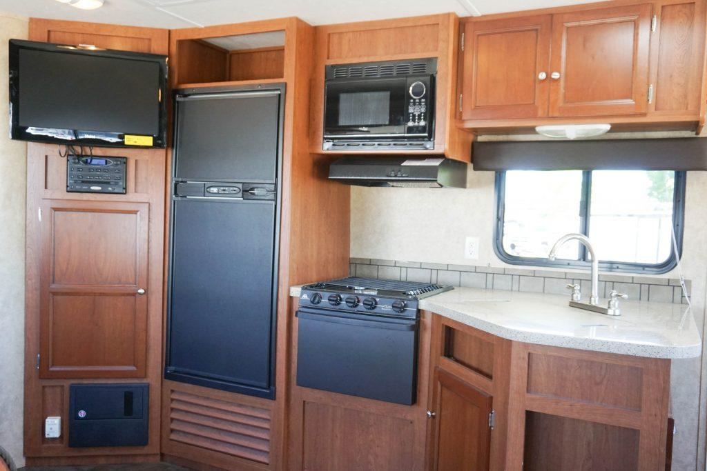 27-Coleman-Expedition-Travel-Trailer-Rental-8