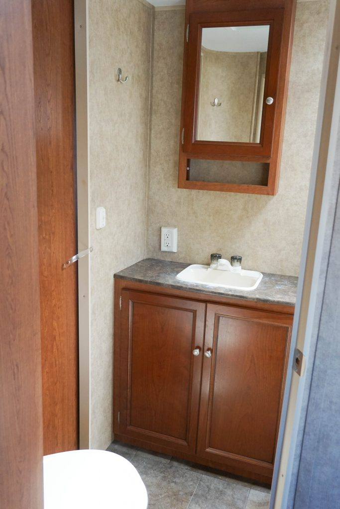 27-Coleman-Expedition-Travel-Trailer-Rental-9
