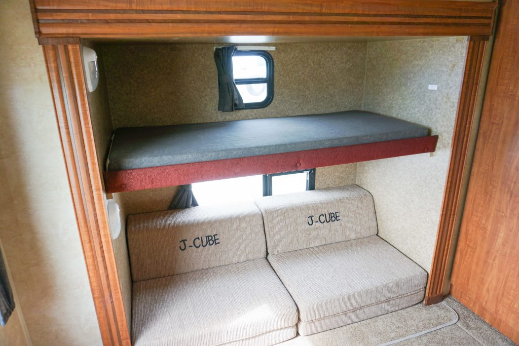 32-Jayco-Jayflight-Travel-Trailer-Rental-13