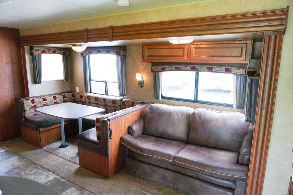 32-Jayco-Jayflight-Travel-Trailer-Rental-8