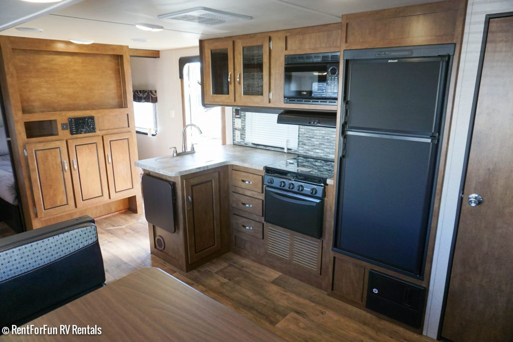 26-Forest-River-Cruise-Lite-BH-Travel-Trailer-Rental-12